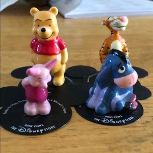 Small Winnie the Pooh figures. No chips.